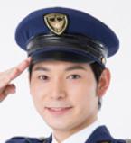 警察官を名乗る男